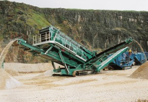 Chieftain-2400-Powerscreen-crushers1